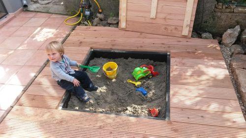 Holzdeck zum Aufklappen mit Sandkasten